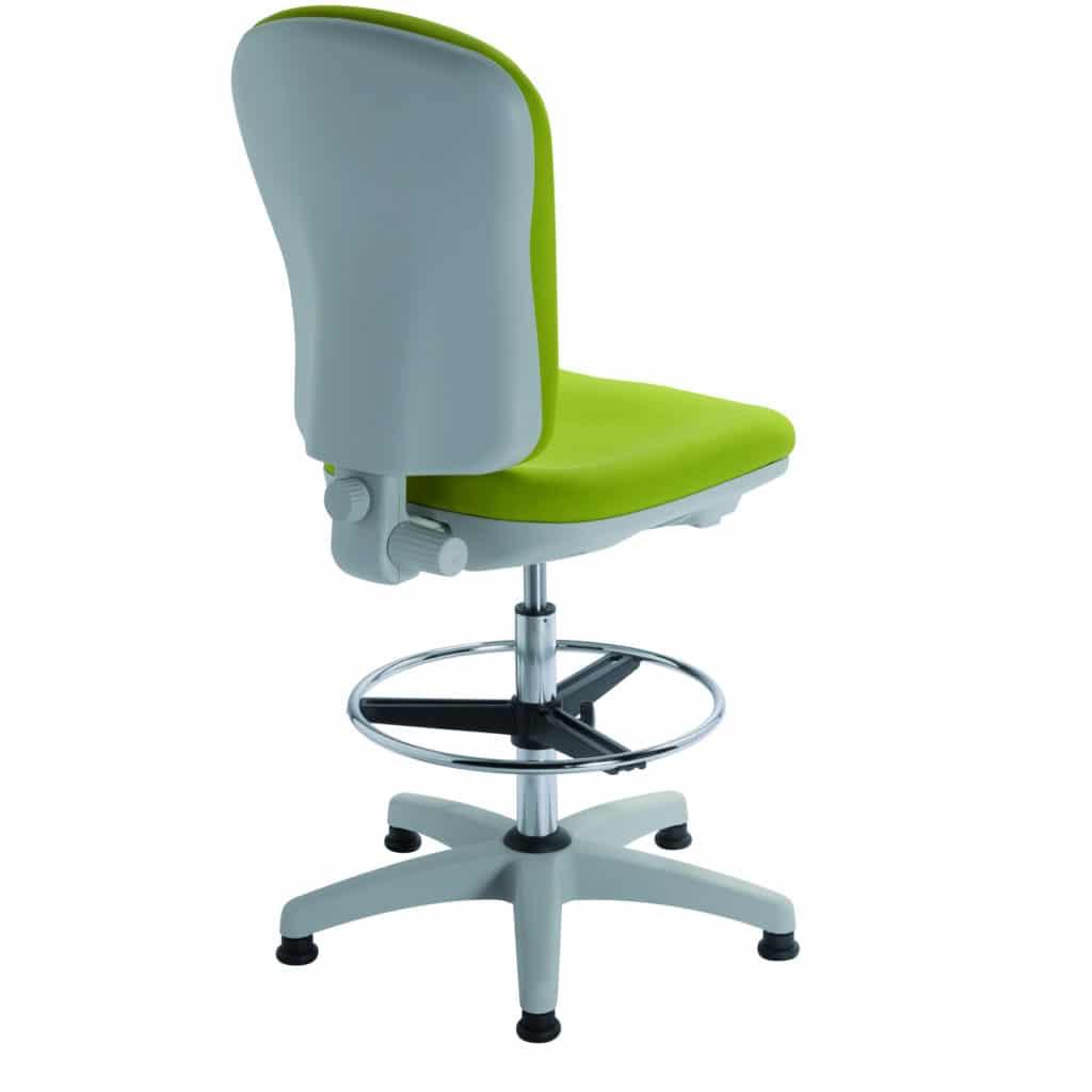 Siège de travail ergonomique CLOE de KHOL avec carénage intégral et repose-pieds circulaire