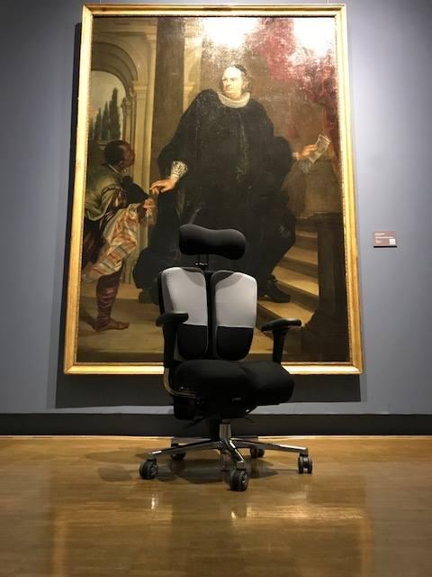 Fauteuil-PERINEOS-7-sur-mesure-au-Musée-de-Nimes-3 Le fauteuil KHOL PERINEOS 7 au musée de Nîmes