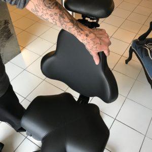 Siège-à-maintien-du-menton-pour-tatoueur-SIEGES-KHOL-3-300x300 Le siège HECTOR, mon nouveau partenaire de travail